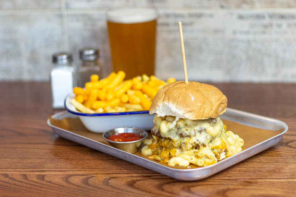 burger-chips-and-beer-in-the-keystones-pub