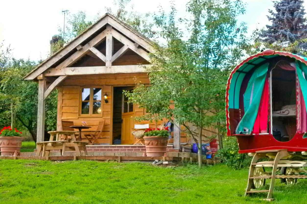 exterior-of-copperbeech-bowtop-and-cabin-in-field