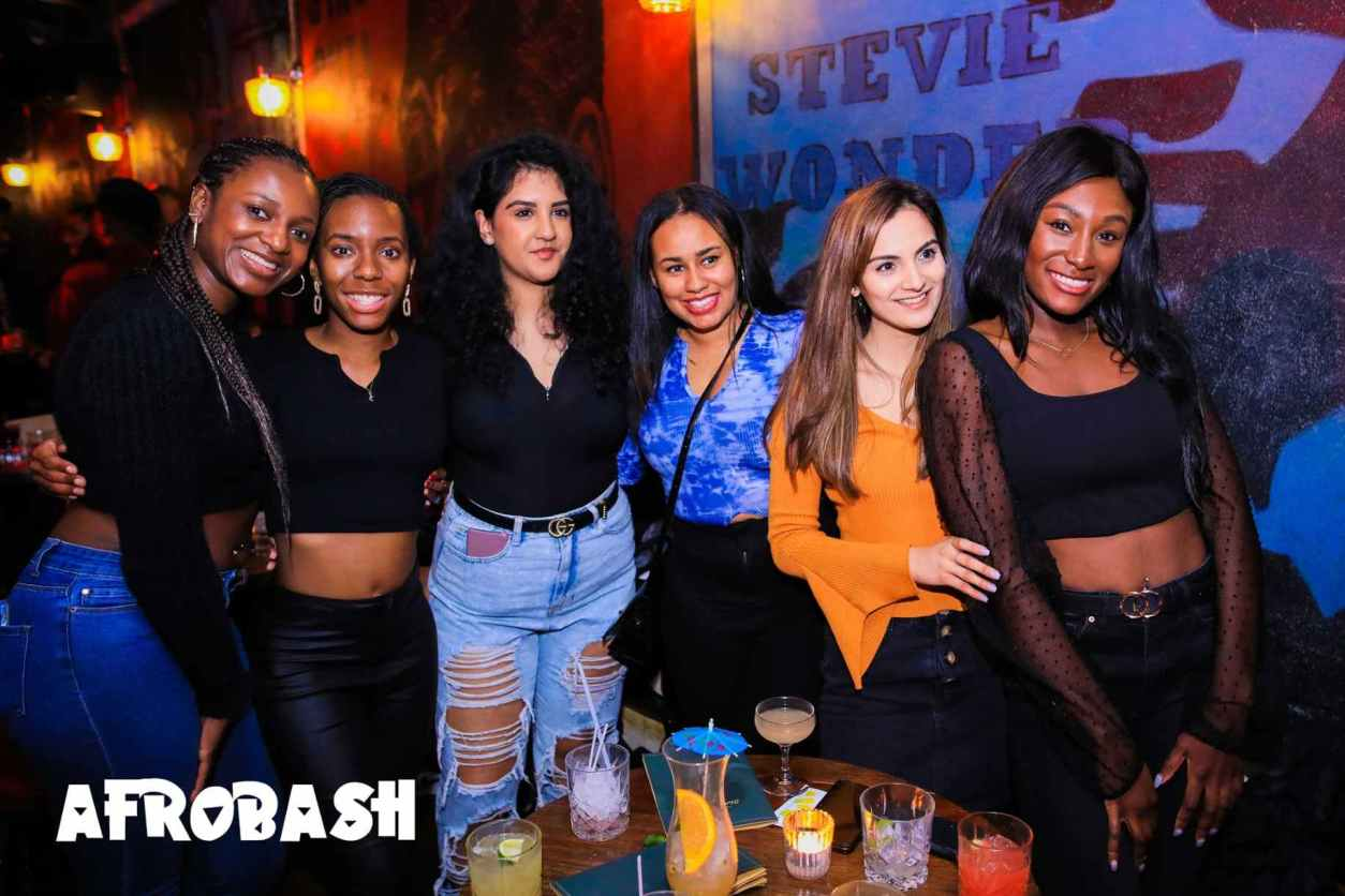 group-of-six-girls-at-afrobash-bottomless-brunch