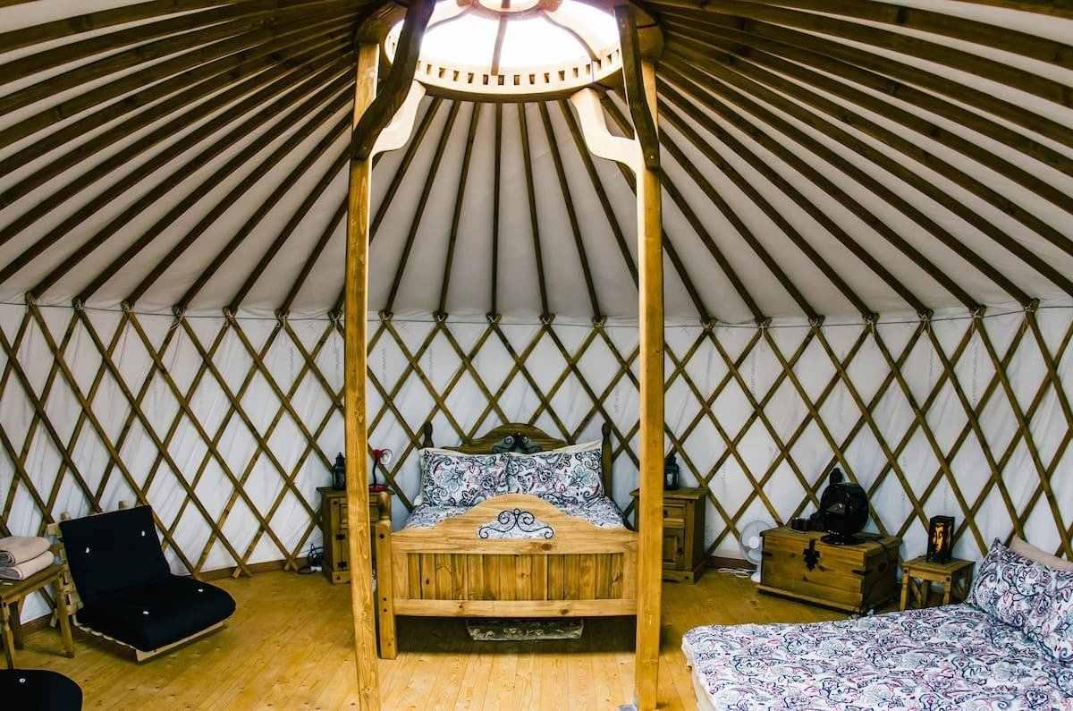 interior-of-doolin-mongolian-yurt