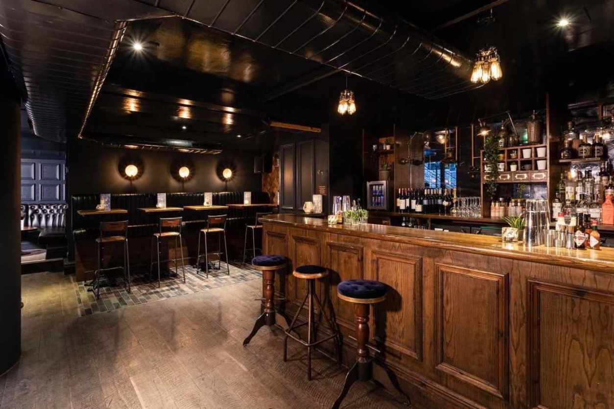 interior-of-foundry-project-with-bar-and-tables