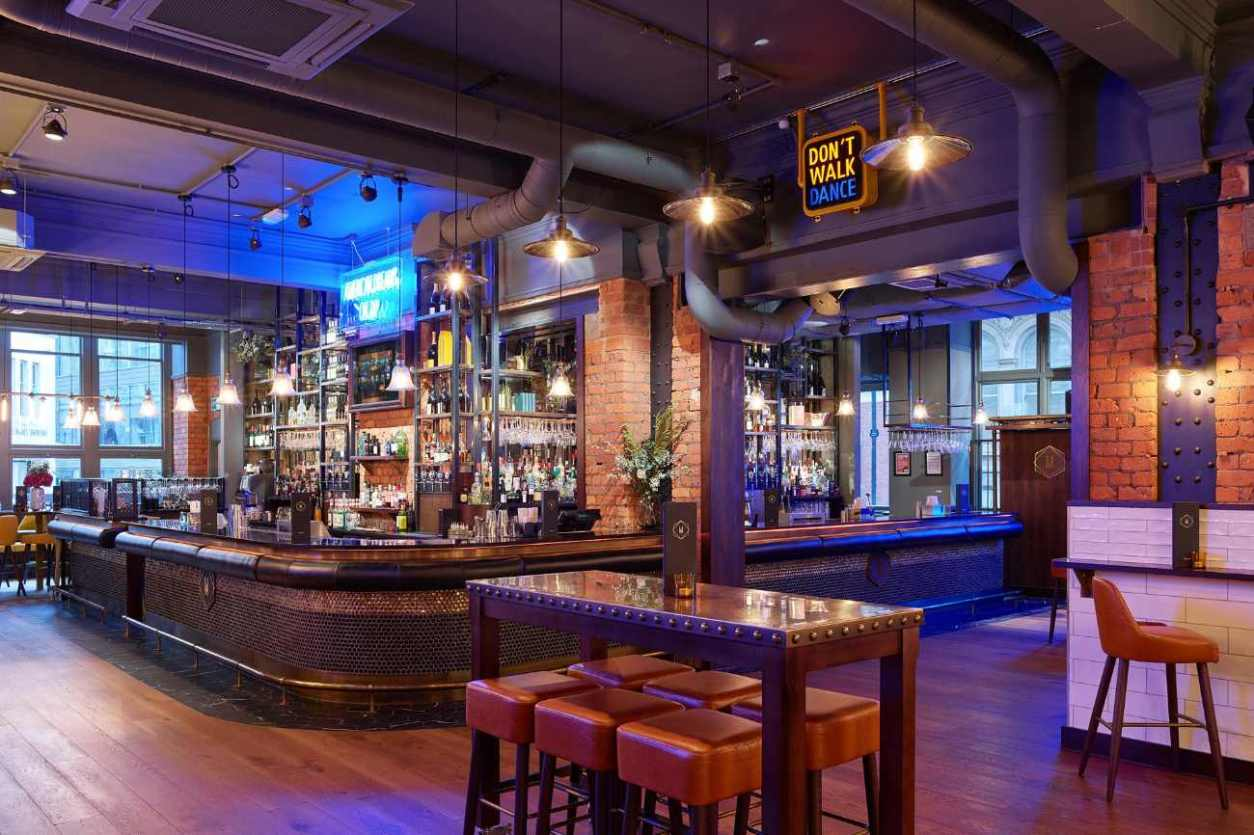 interior-of-manahatta-bar-with-bar-and-tables-bottomless-brunch-york