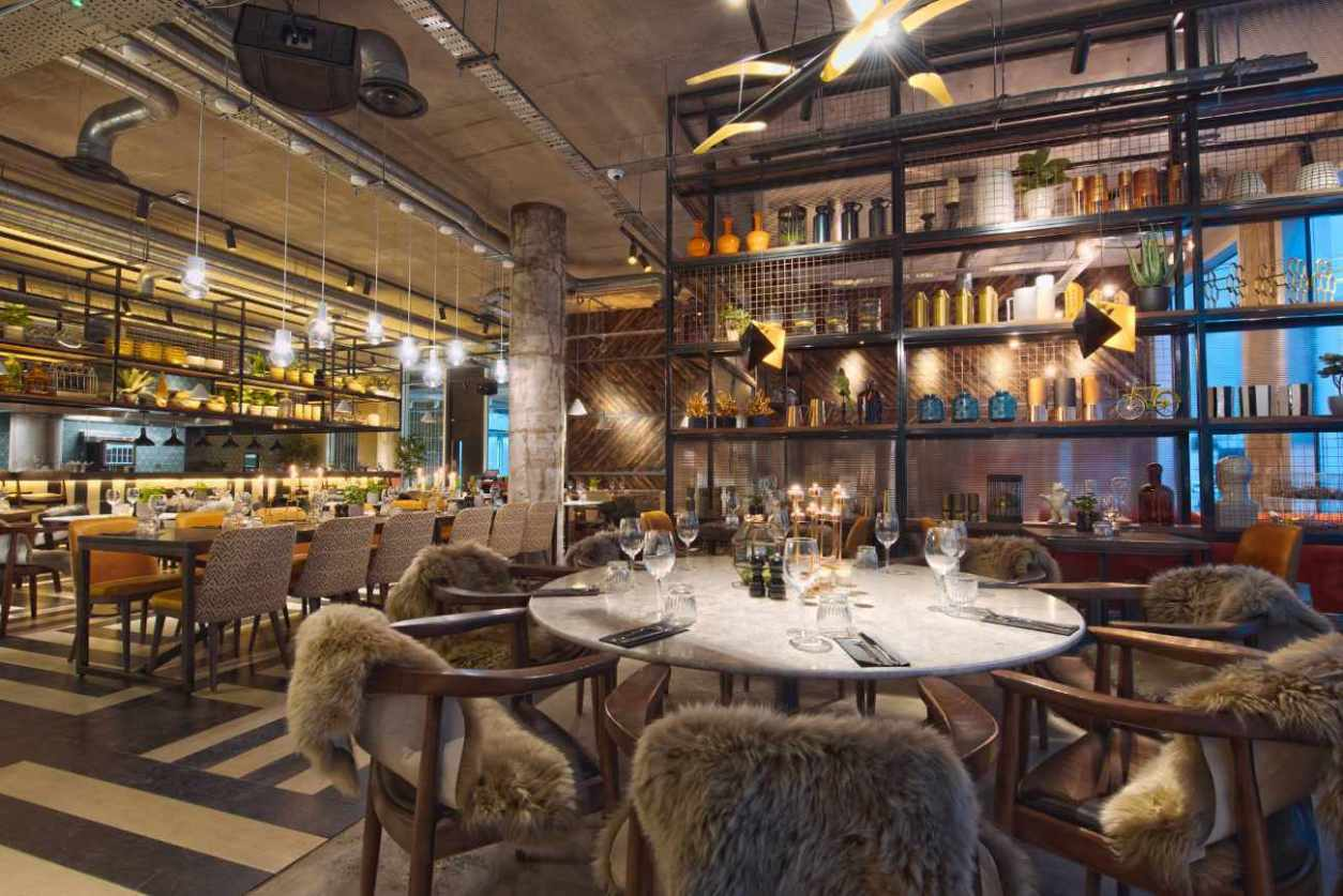 restaurant-interior-of-the-refinery-spinningfields