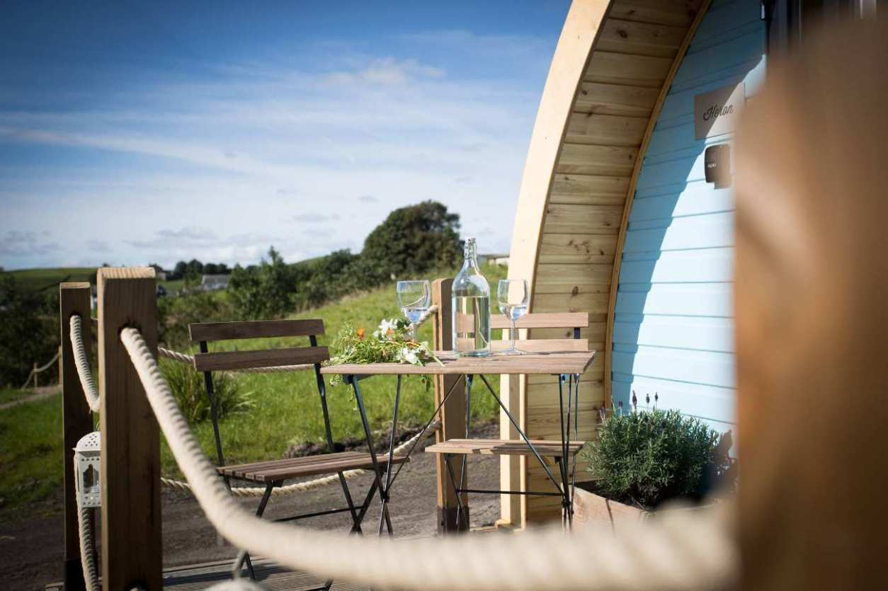 table-and-chairs-on-decking-of-rossendale-holiday-glamping-pod