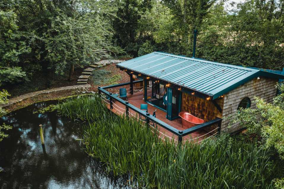the-lakehouse-cabin-with-outdoor-bath-tub-by-lake-glamping-cheshire