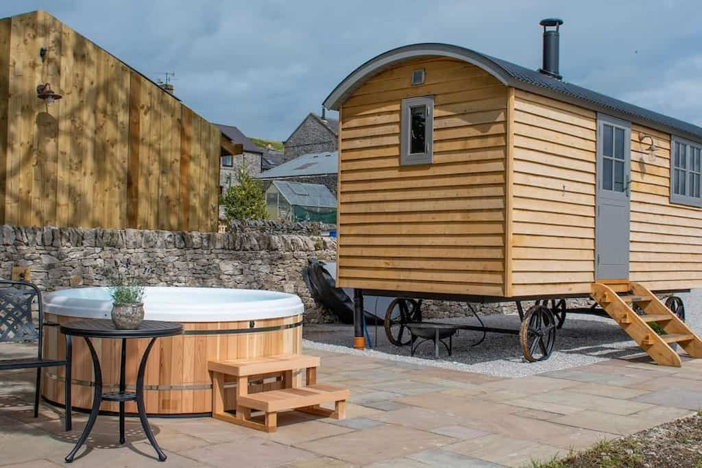 the-sheepfold-shepherds-hut-with-hot-tub-glamping-derbyshire