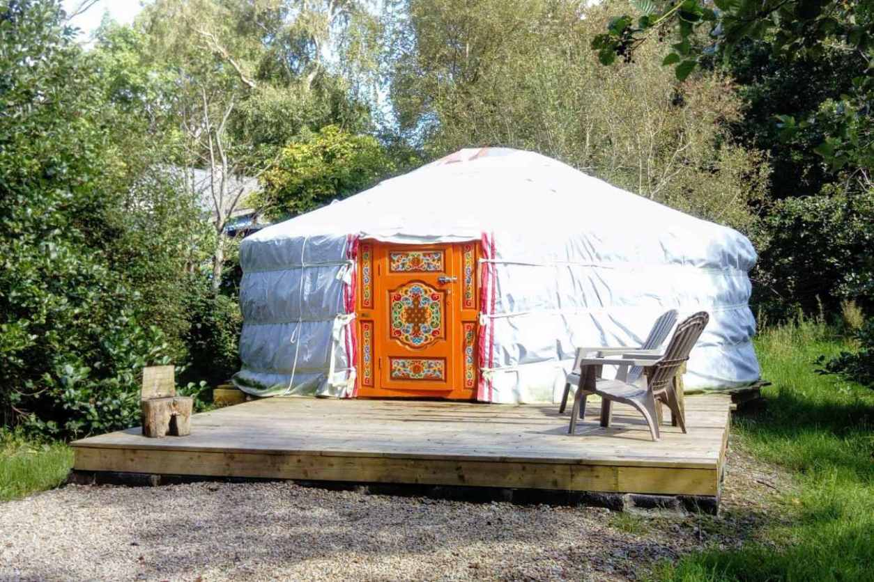 white-teapot-lane-yurt-on-decking-surrounded-by-trees-glamping-sligo