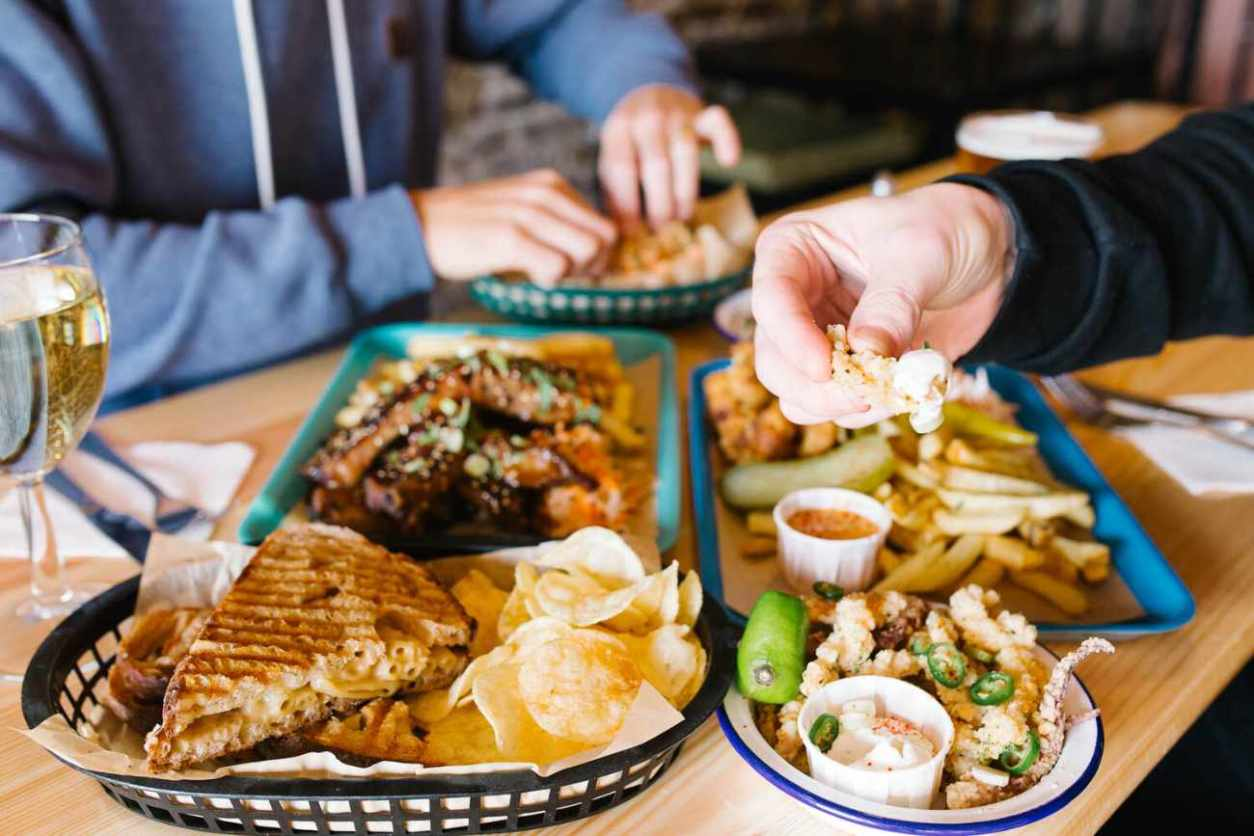 bowls-of-food-at-the-tempest-inn-pub-bottomless-brunch-brighton