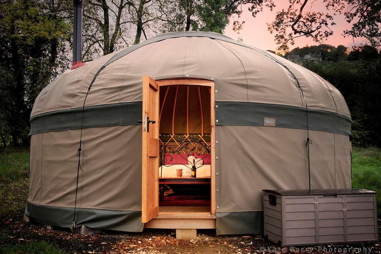 exterior-of-grey-yurt-at-campden-yurts