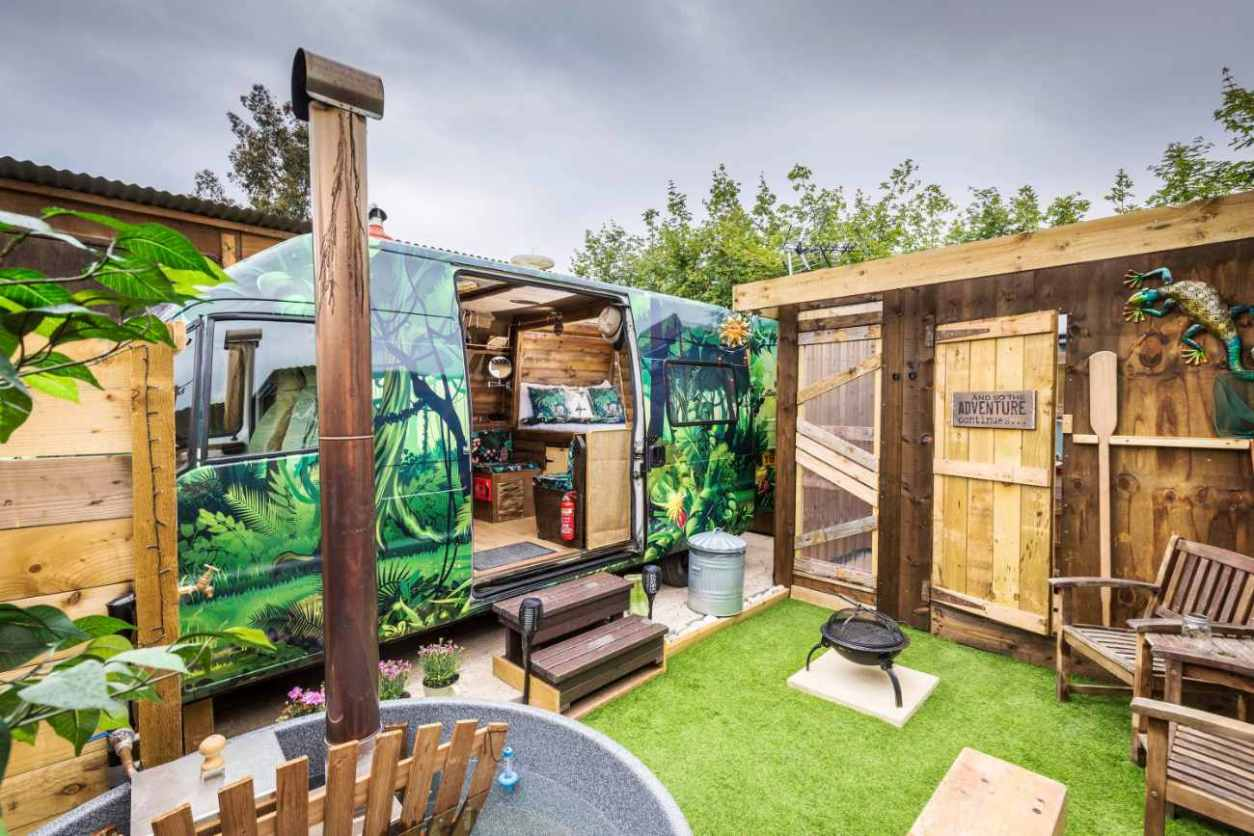 gulliver-the-quirky-camper-with-outdoor-hot-tub-and-seating