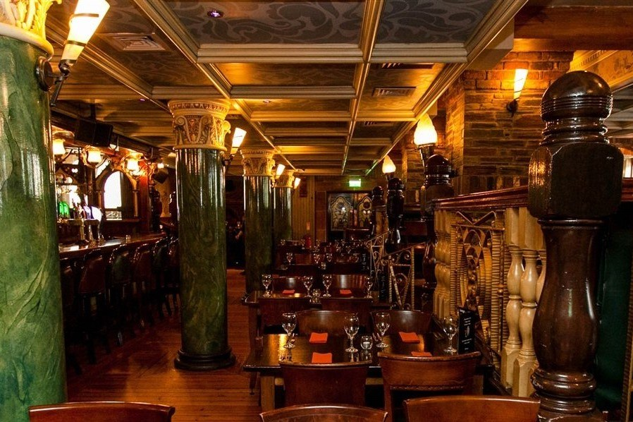 interior-of-benedicts-bar-and-restaurant