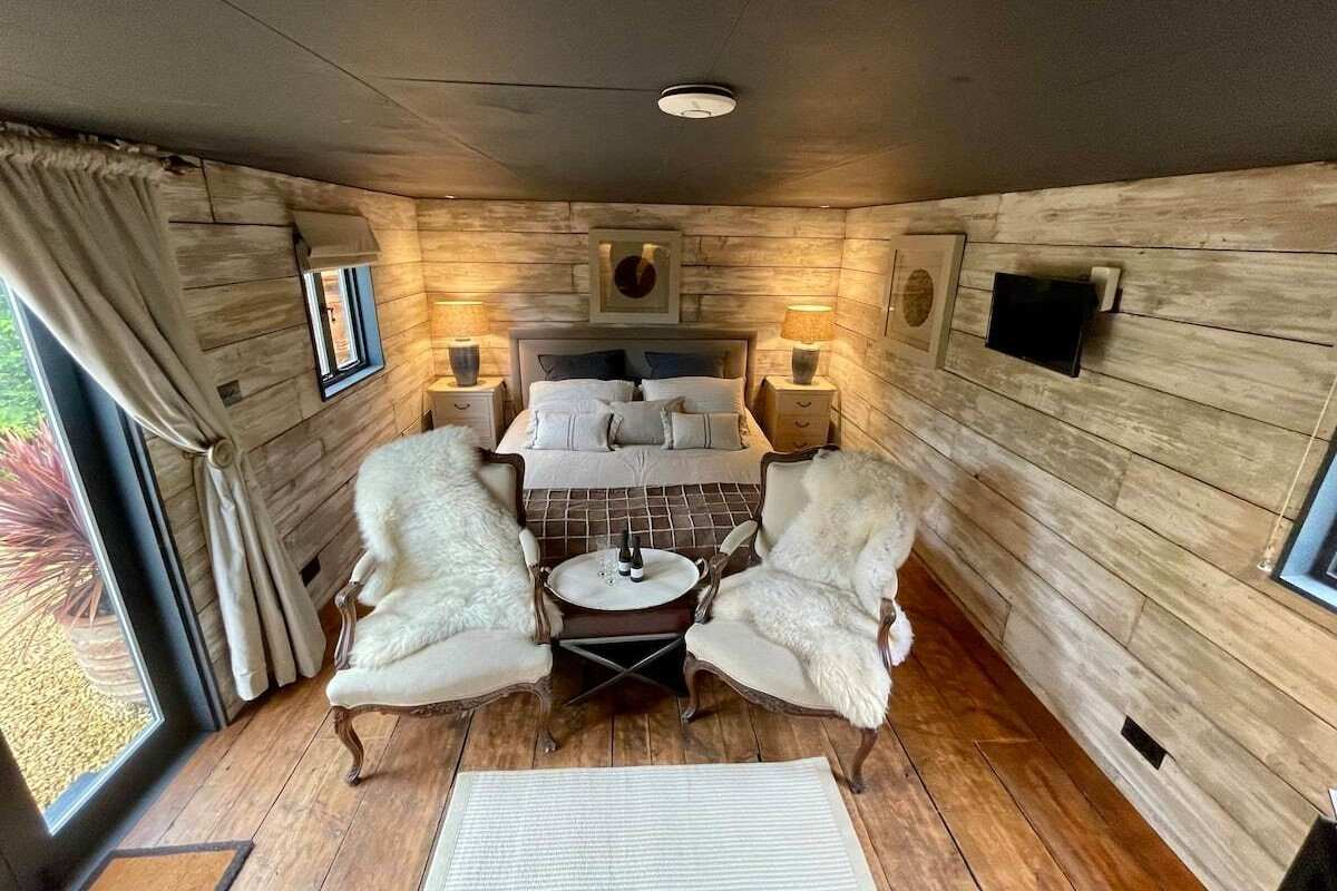 interior-of-luxurious-shepherds-hut-with-double-bed