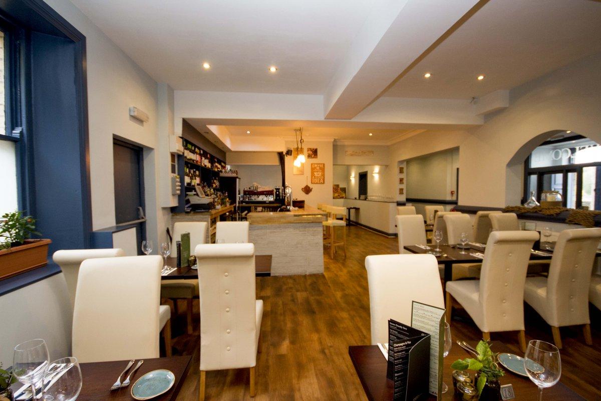 interior-of-mamma-linas-italian-restaurant