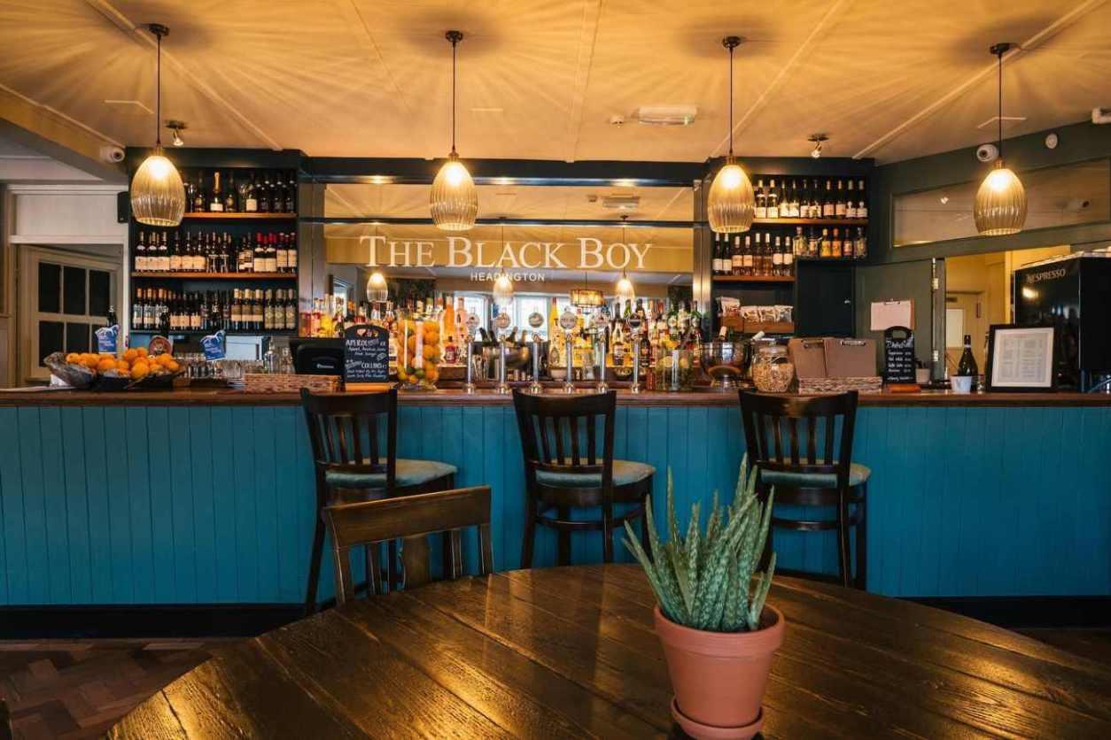 interior-of-the-black-boy-pub-bottomless-brunch-oxford