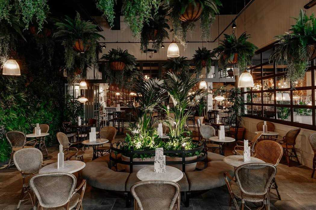 interior-of-the-botanist-bar-with-restaurant-seating