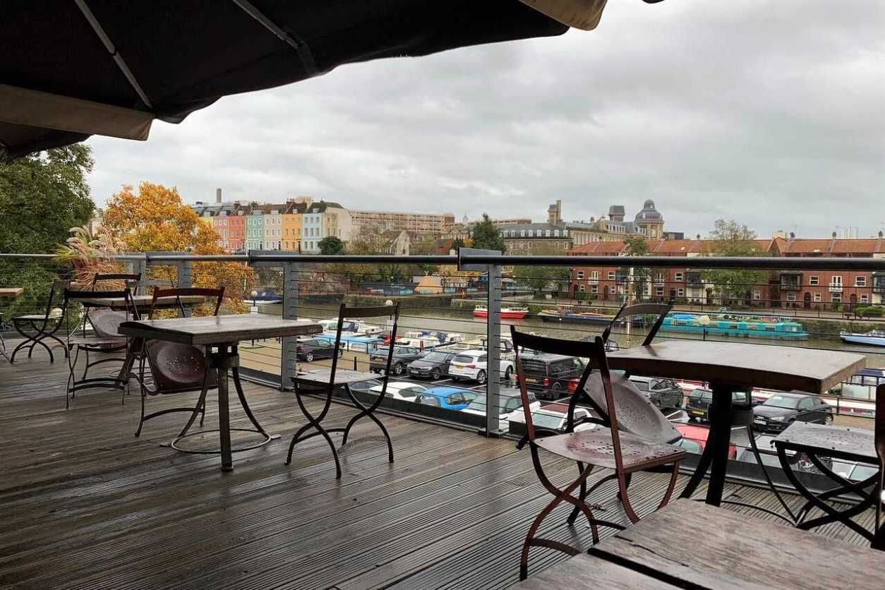 mud-dock-cafe-terrace-rooftop-bars-bristol