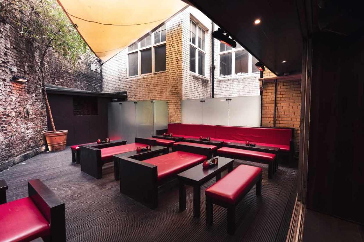 outdoor-sofa-seating-under-cover-at-tokyo-bar