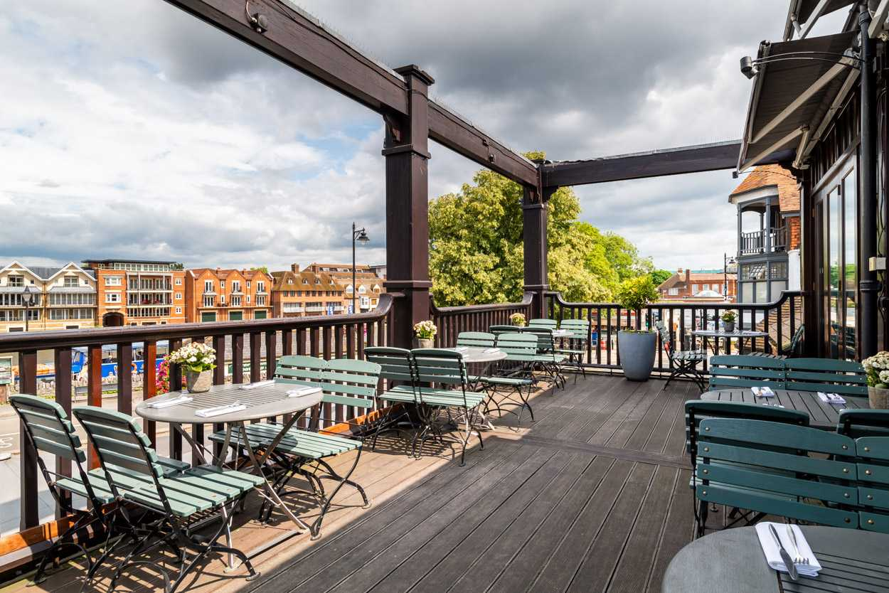 outdoor-terrace-at-browns-brasserie-and-bar-bottomless-brunch-brighton