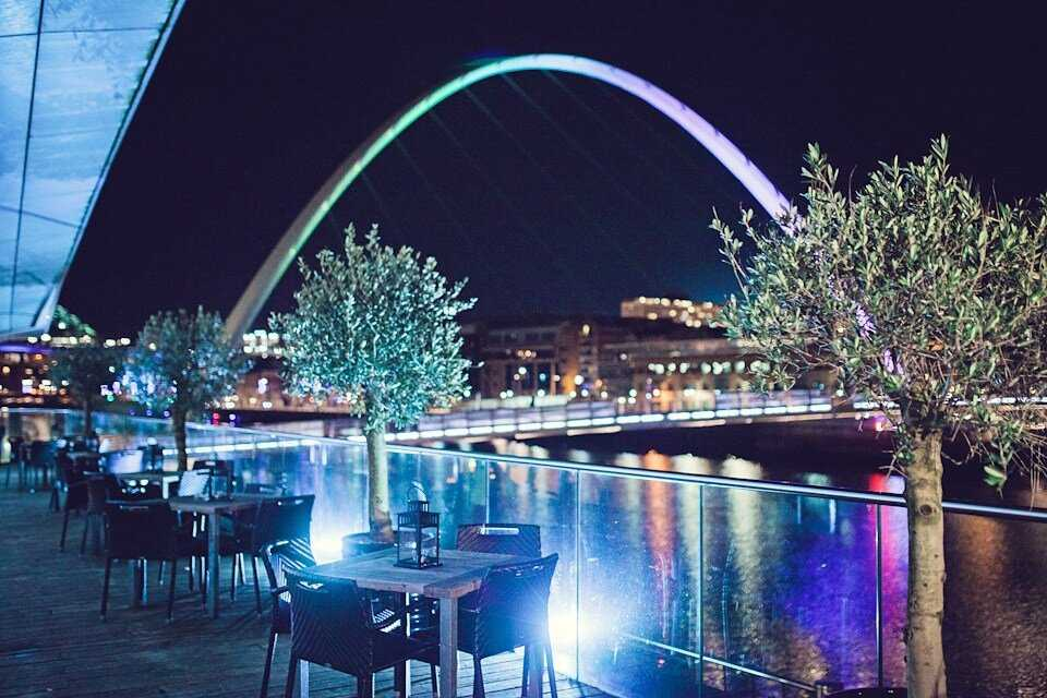 six-riverside-bar-and-restaurant-overlooking-river-at-night