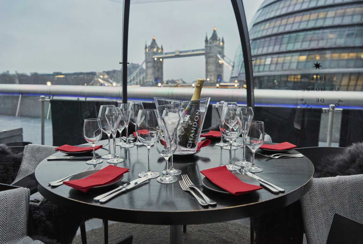 champagne-on-table-at-gaucho-bottomless-brunch-london-bridge