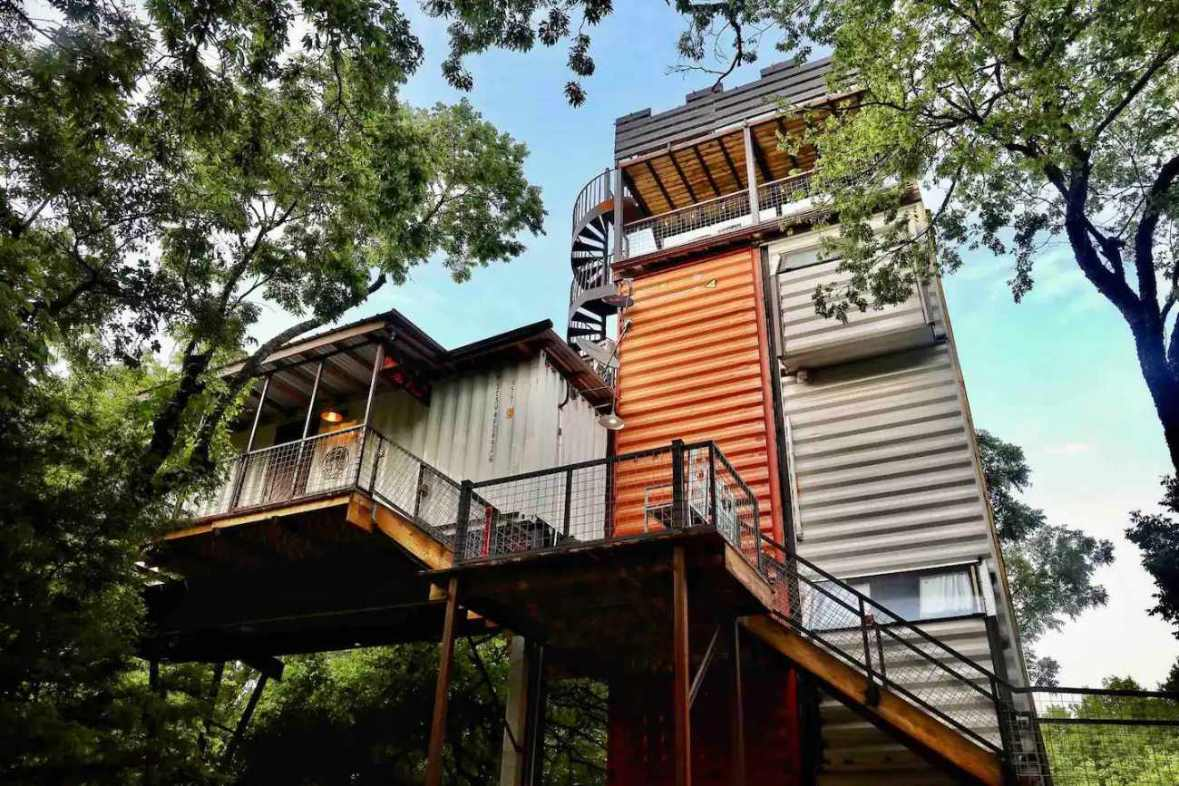 exterior-of-air-castle-highpoint-treehouse
