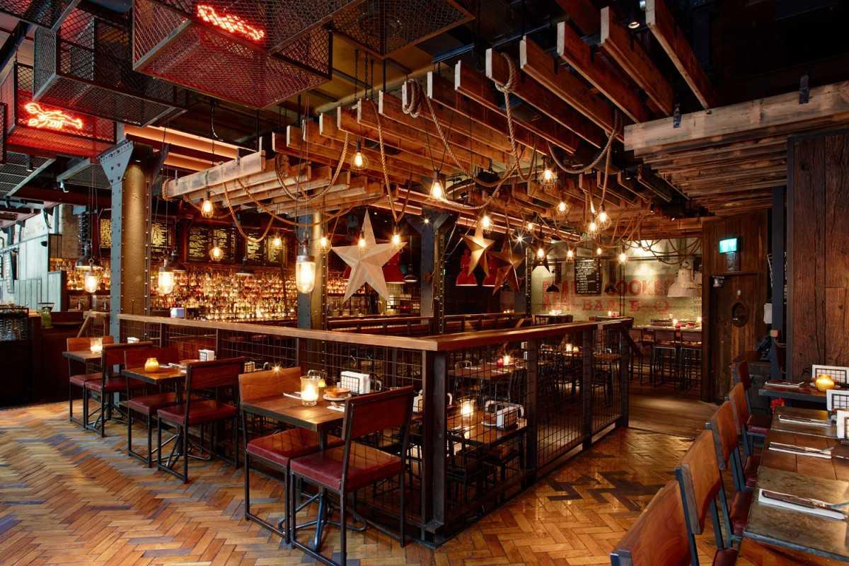 interior-of-big-easy-bar-bq-and-crabshack