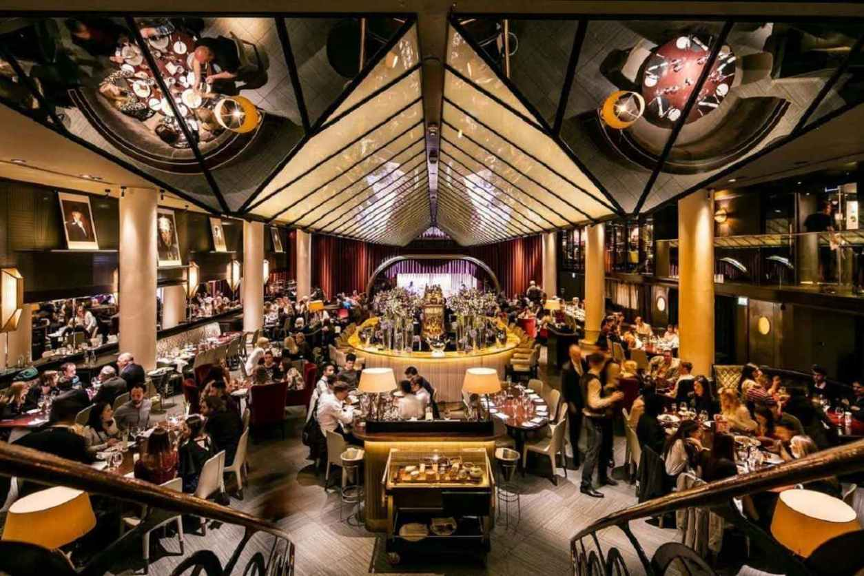 people-eating-and-drinking-at-quaglinos