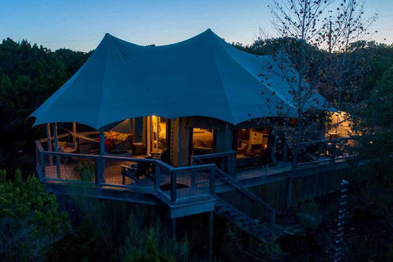 sinya-safari-tent-on-lone-man-creek-lit-up-at-night