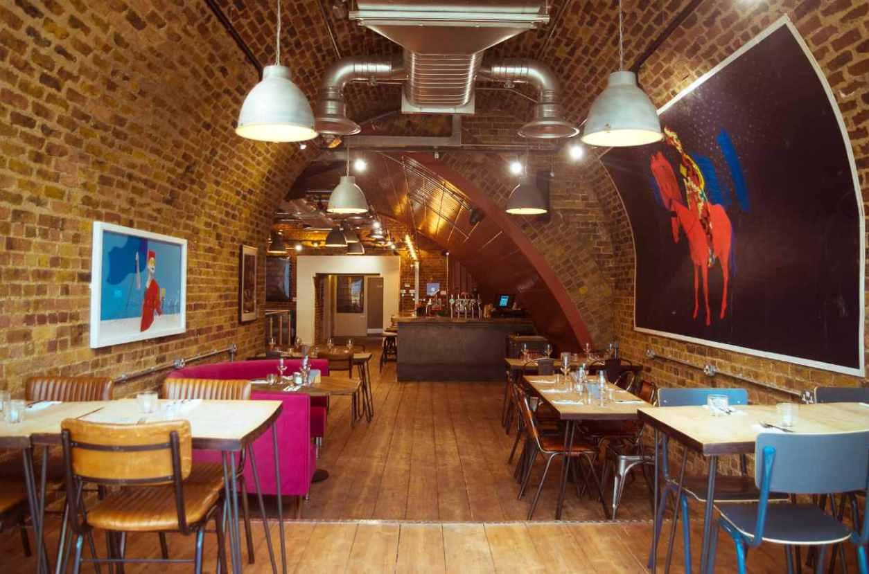 tables-and-bar-inside-sama-bankside