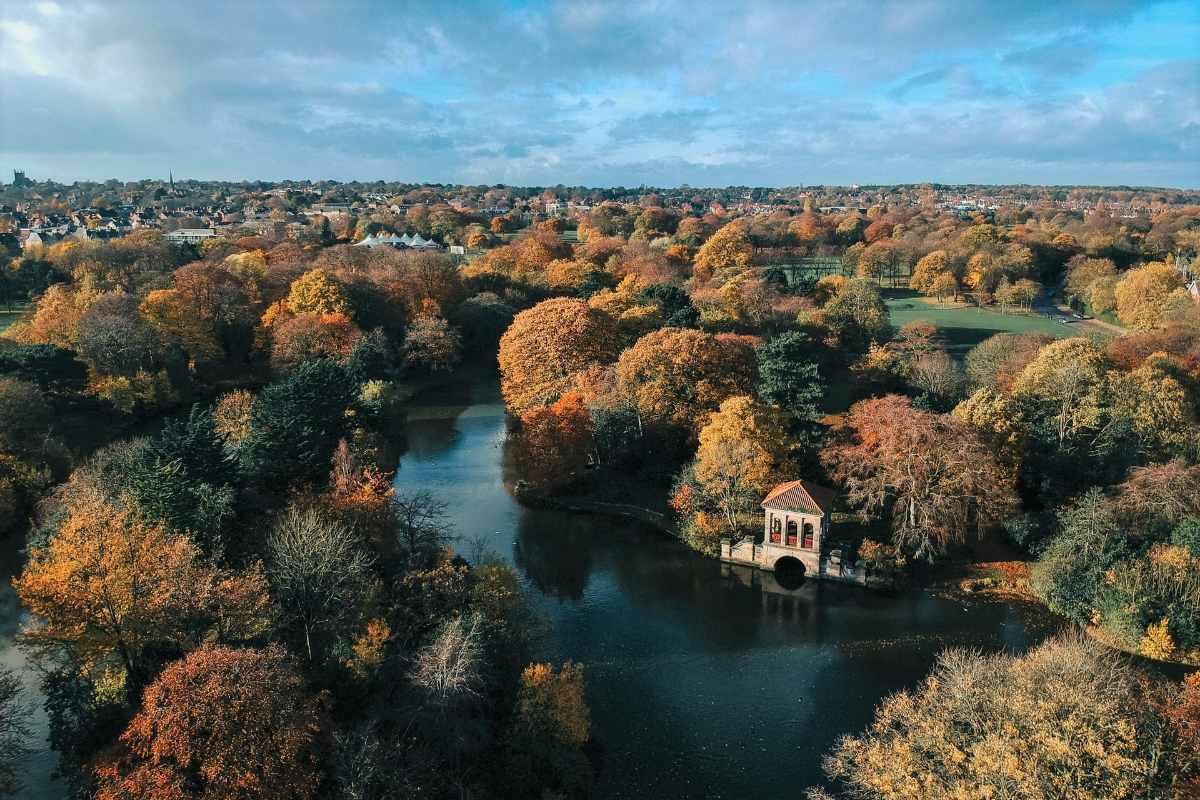 aerial-view-of-birkenhead-park-in-autumn-walks-in-liverpool