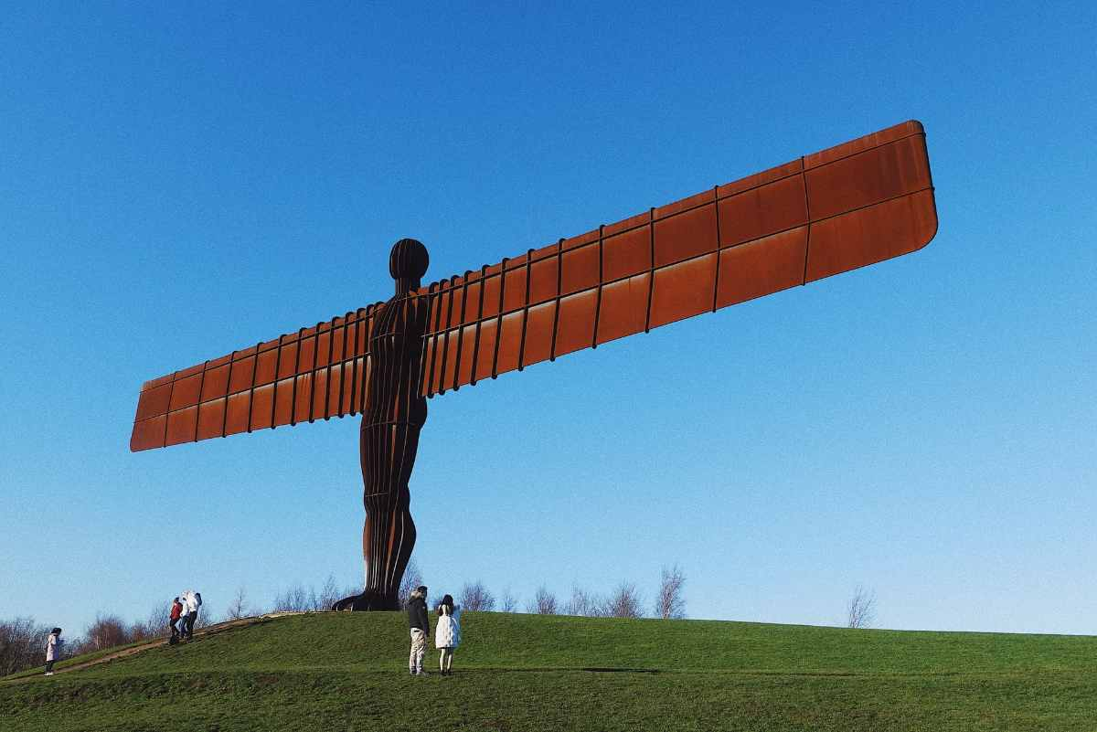 angel-of-the-north-on-hill-on-sunny-day