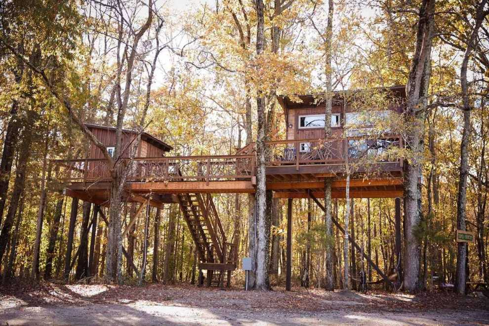 exterior-of-the-big-nick-treehouse-at-cherry-treesort-treehouse-rentals-nc