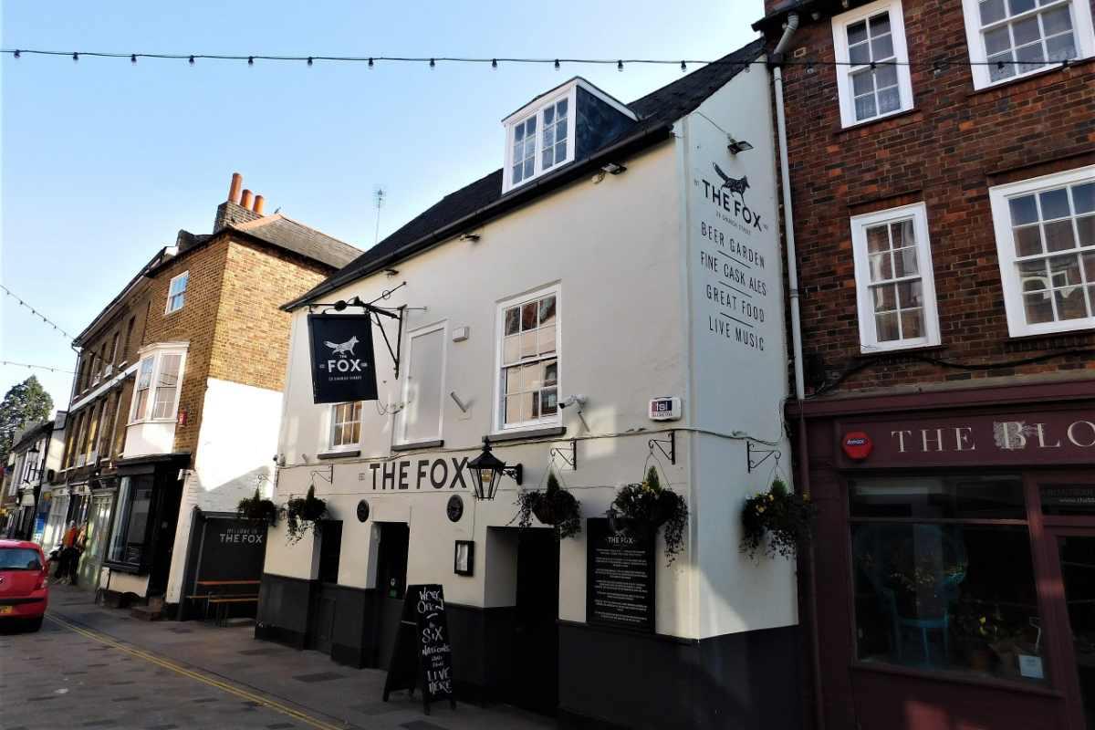 exterior-of-the-fox-on-sunny-day-in-twickenham