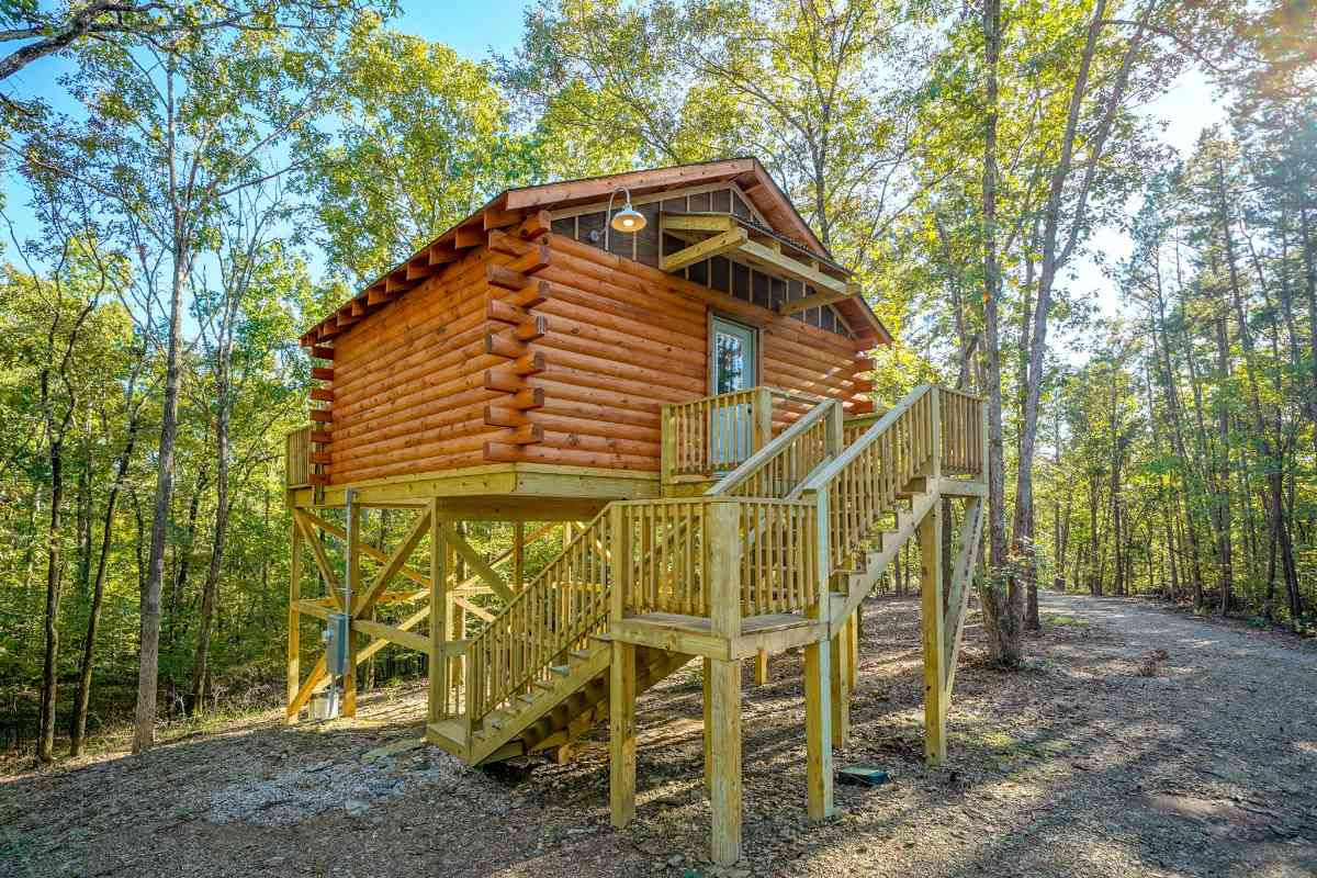 exterior-of-treehouse-at-hot-springs-treehouses