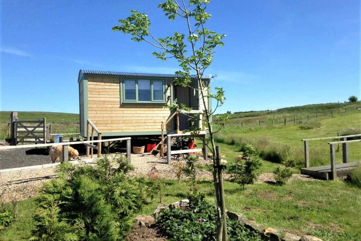 lizzie-shepherds-hut-at-the-buteland-stop-northumberland-shepherds-huts
