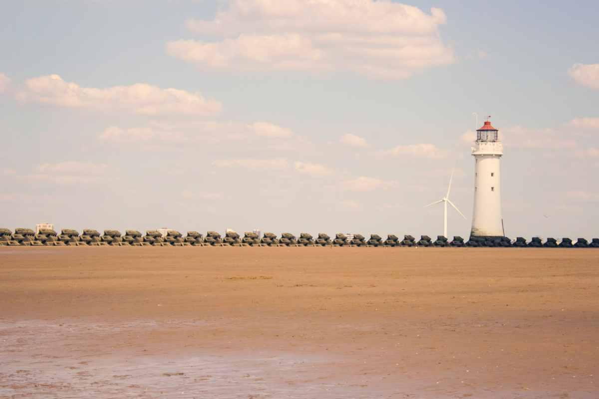 new-brighton-lighthouse-on-wallasey-beach