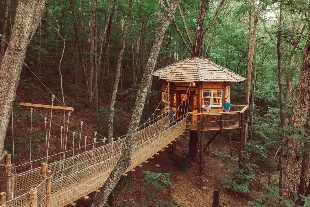 stamish-castle-treehouse-at-treehouse-mountain-retreat-glamping-tennessee