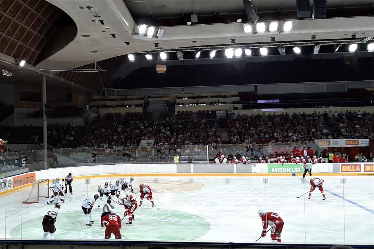 HC-sparta-praha-playing-ice-hockey-in-arena