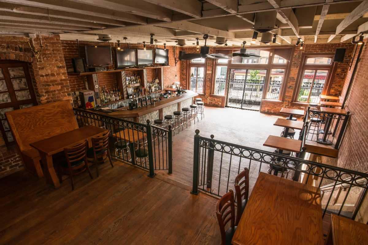 bar-and-tables-inside-johnny-pistolas-restaurant