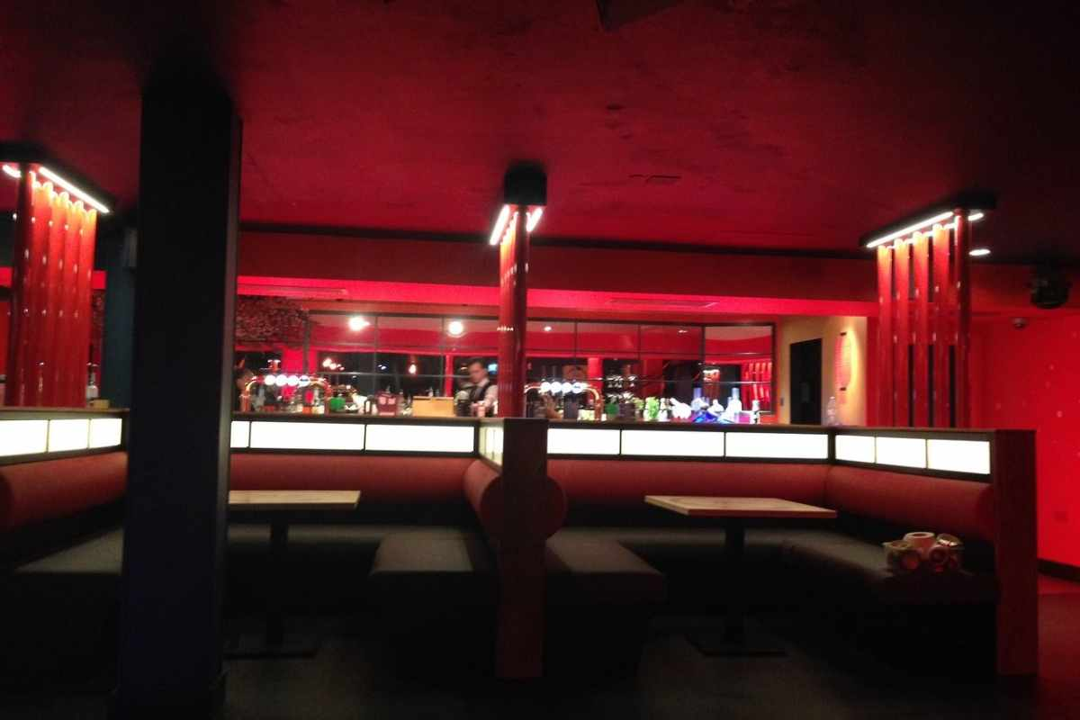 booths-inside-tokyo-tea-rooms-lit-up-in-red