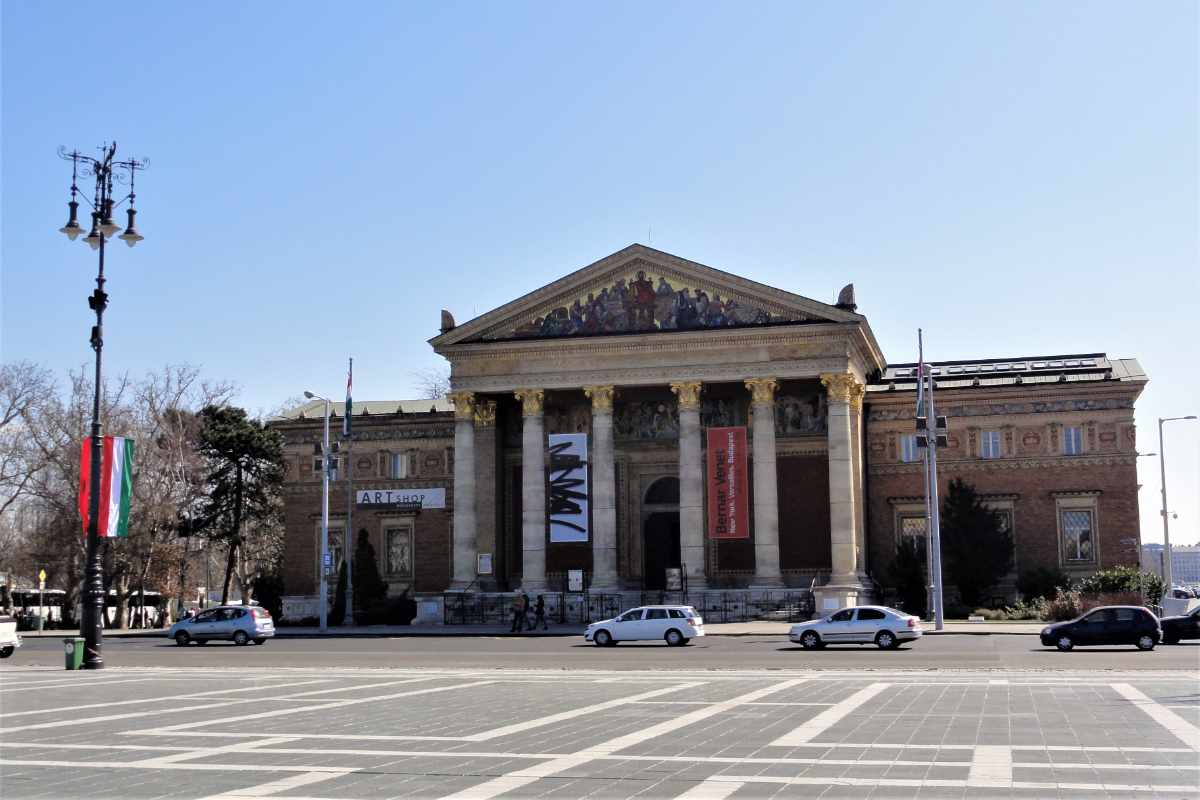 cars-driving-past-kunsthalle-museum-on-sunny-day
