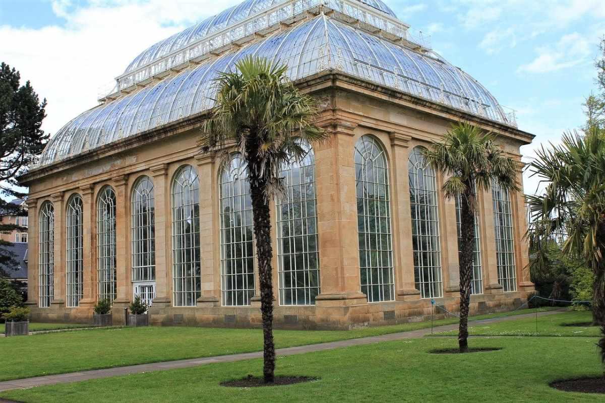 exterior-of-the-royal-botanic-gardens-glasshouses-edinburgh
