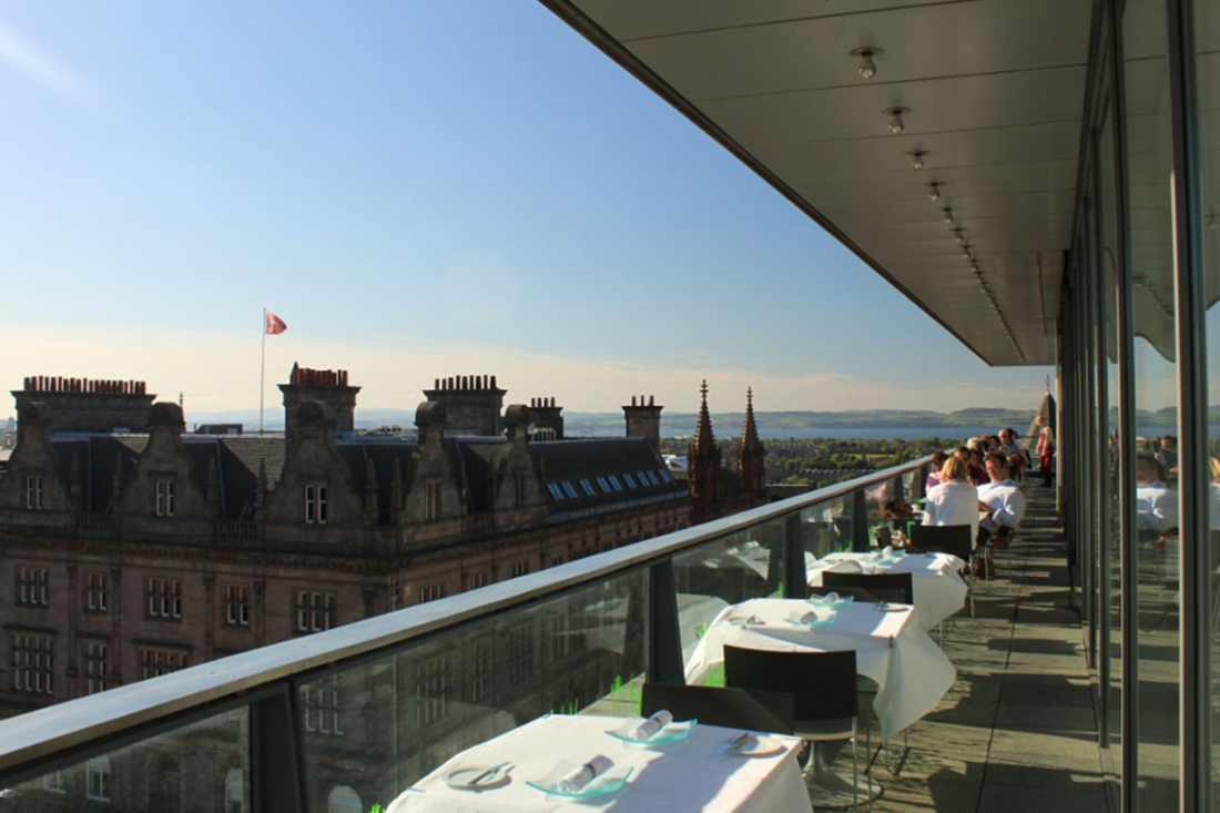 harvey-nichols-forth-floor-brasserie-and-bar-on-sunny-day