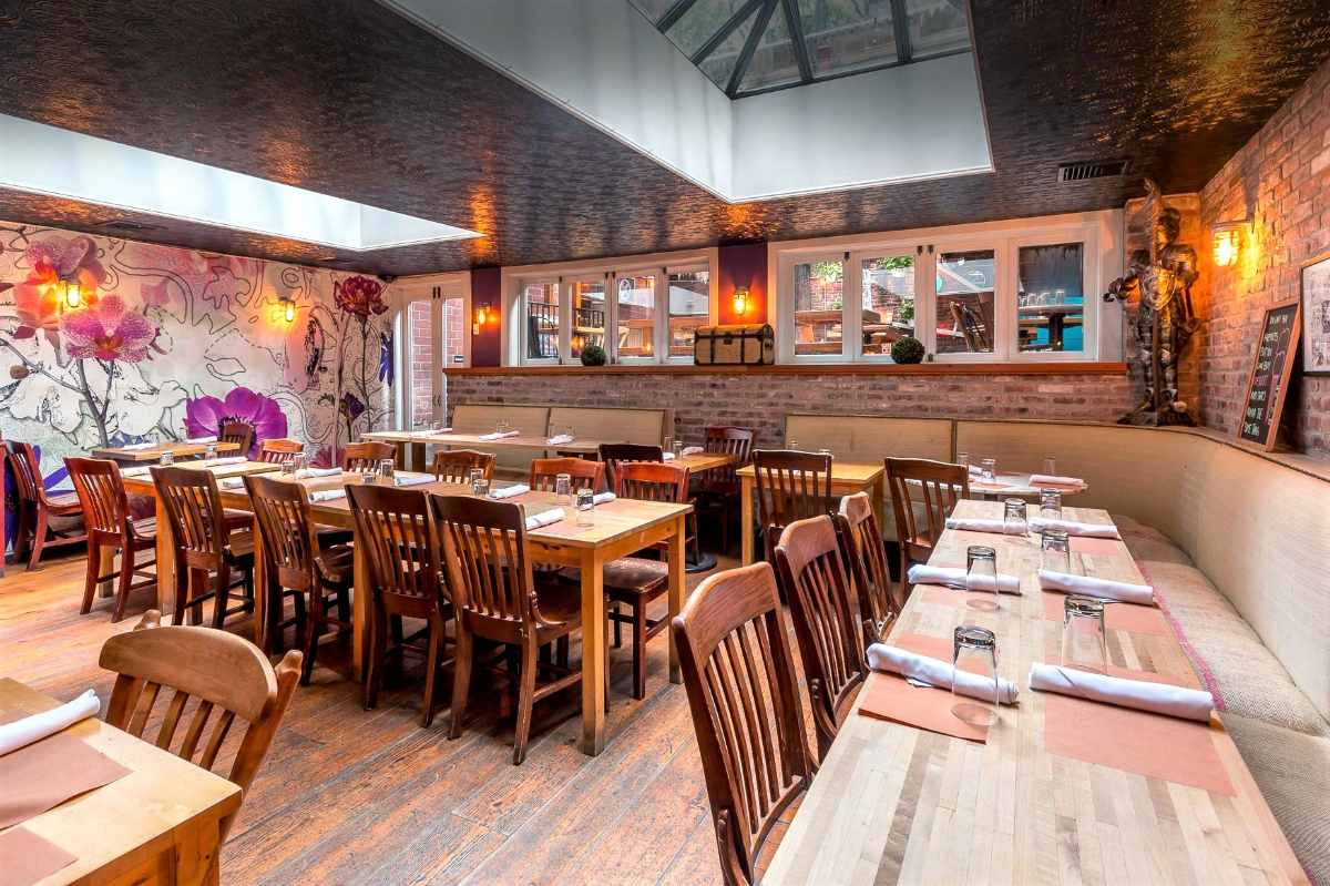 interior-of-the-crooked-knife-14th-bottomless-brunch-nyc