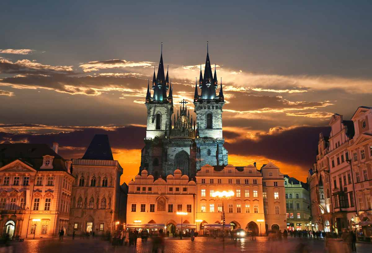 old-town-square-things-to-do-in-prague-at-night
