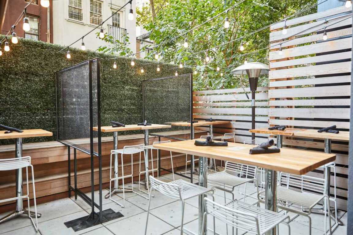 outdoor-dining-at-tacovision-restaurant-bottomless-brunch-nyc