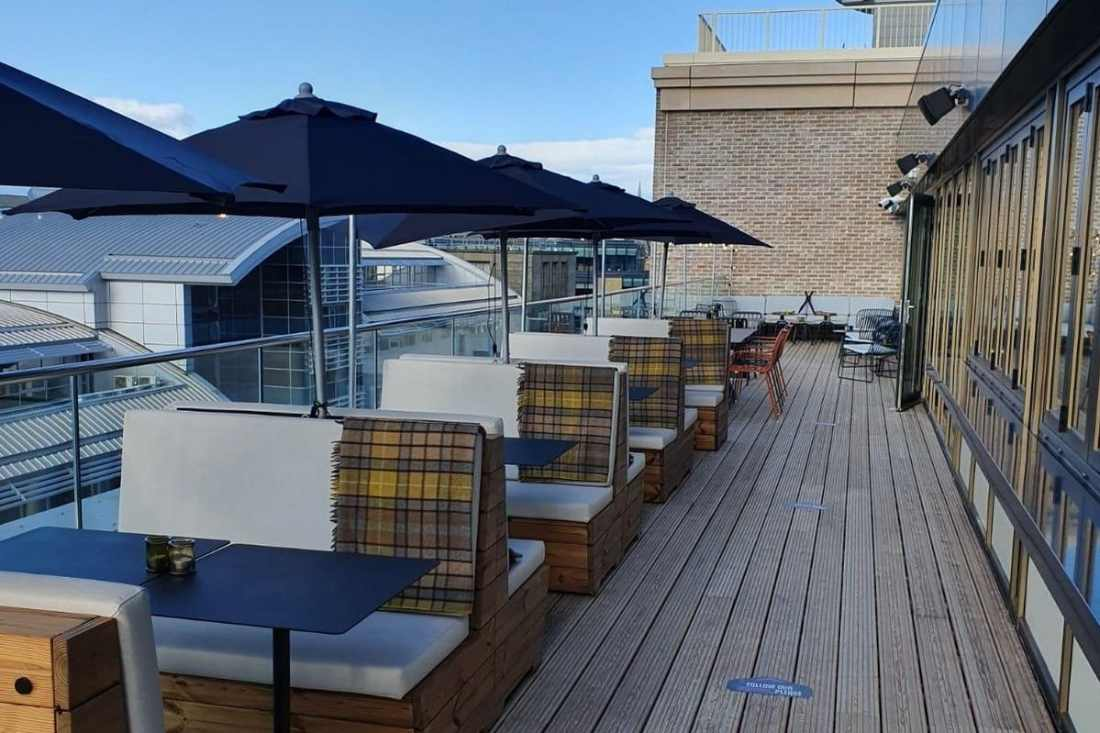 outdoor-seating-at-rooftop-51-bar