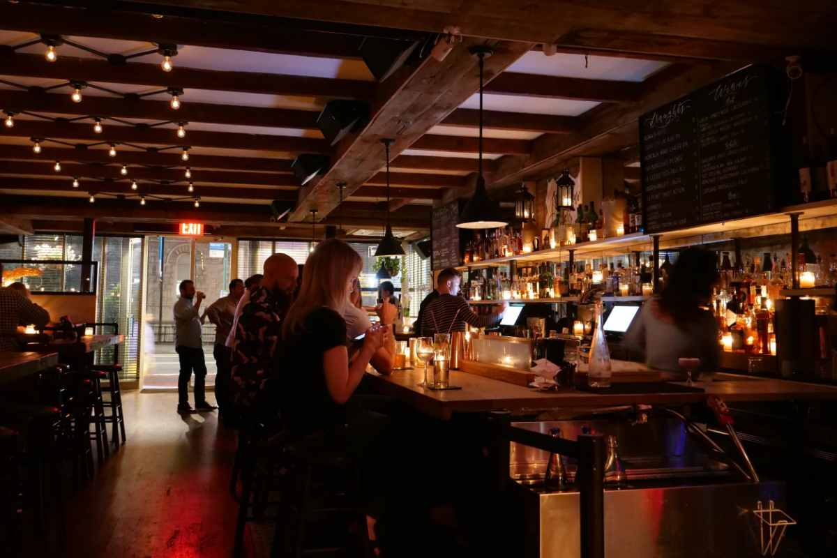 people-drinking-at-bar-of-jackdaw-restaurant