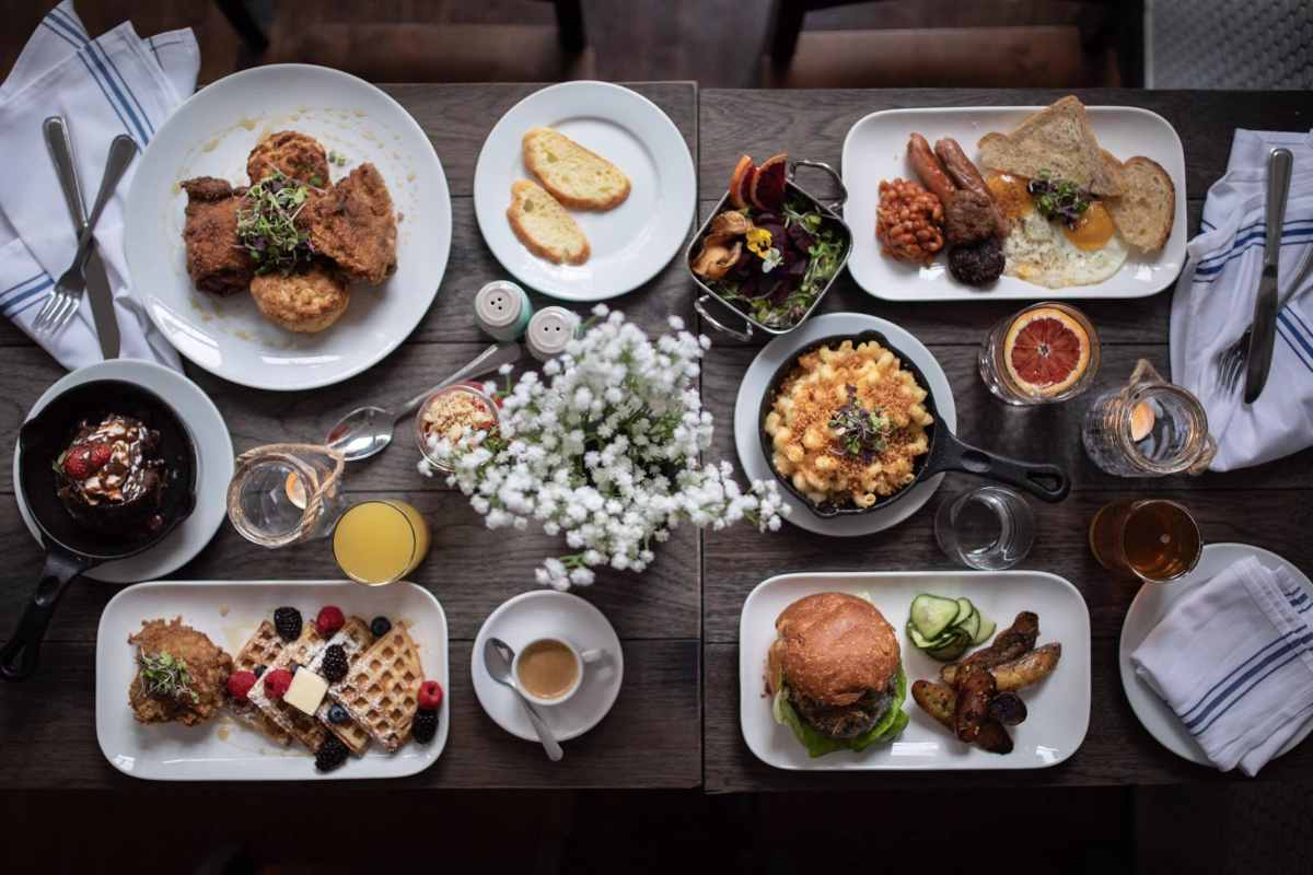 plates-of-food-on-table-at-north-fork-restaurant