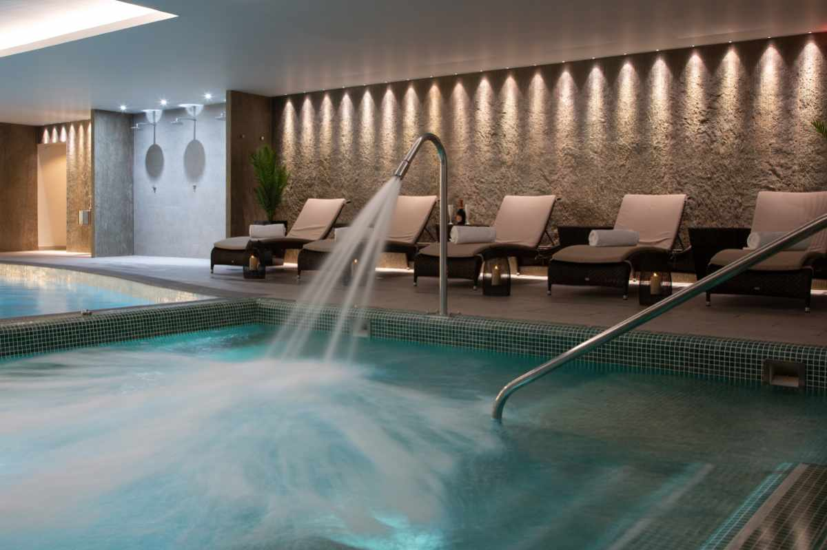 pool-and-loungers-inside-stocks-hall-spa-days-liverpool